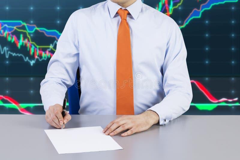 Zakenman en contract die proces ondertekenen stock fotografie