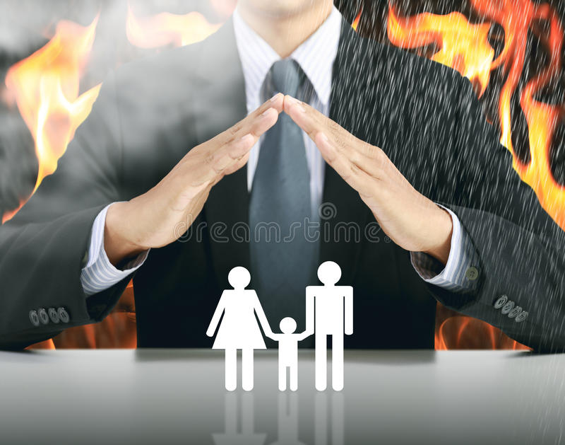 zakenman en familie met brandachtergrond royalty-vrije stock foto