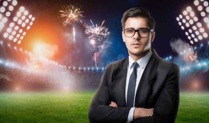 Zakenman in glazen en kostuum, voetbalmanager royalty-vrije stock foto