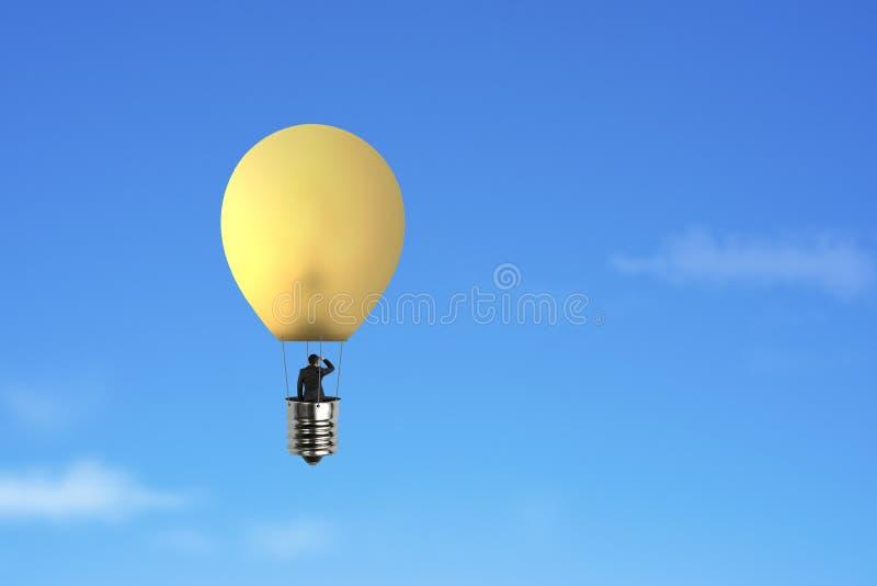 Zakenman in helder het gele de ballon van de lamp hete lucht vliegen stock fotografie