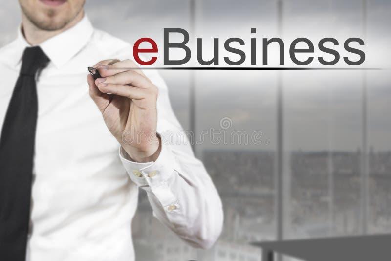 Zakenman het schrijven e-business stock foto