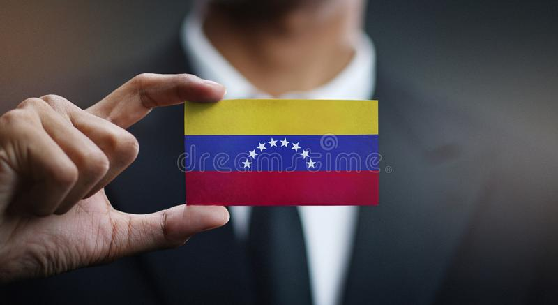 Zakenman Holding Card van de Vlag van Venezuela royalty-vrije stock foto's