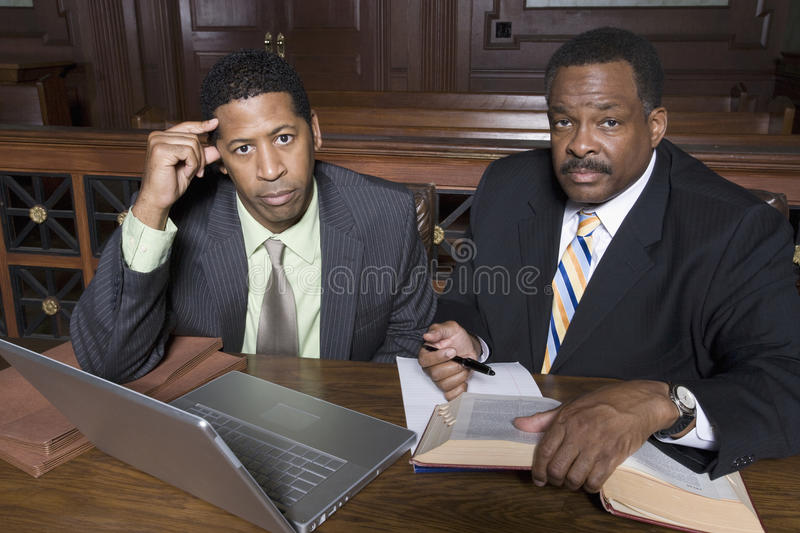 Zakenman And Lawyer Sitting samen stock afbeelding