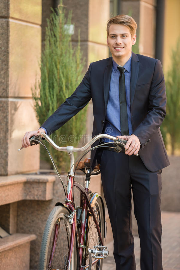 Zakenman met fiets stock afbeeldingen