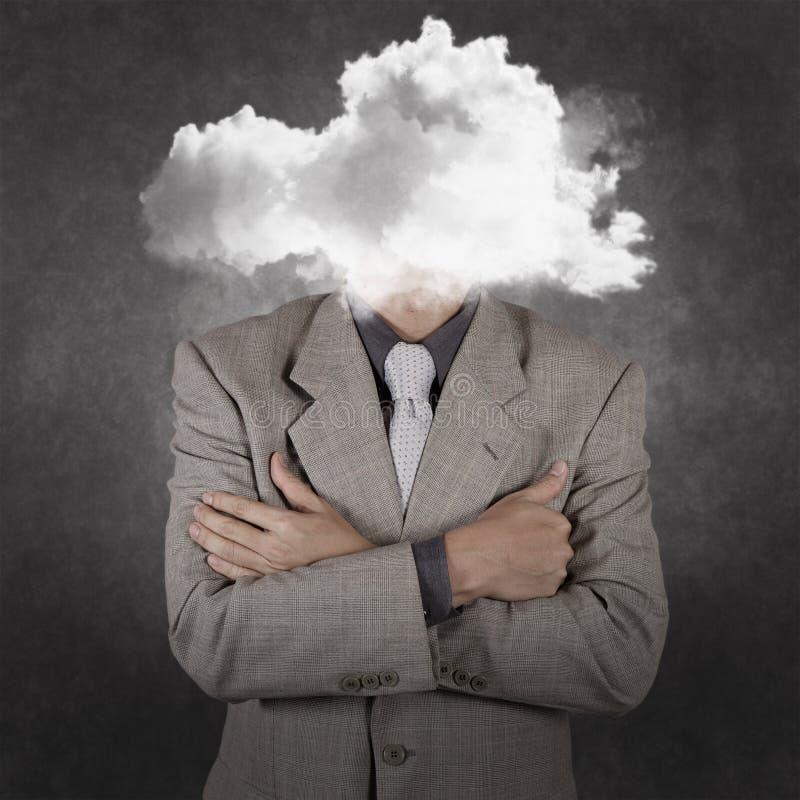 Zakenman met hoofd in de wolken royalty-vrije stock foto's