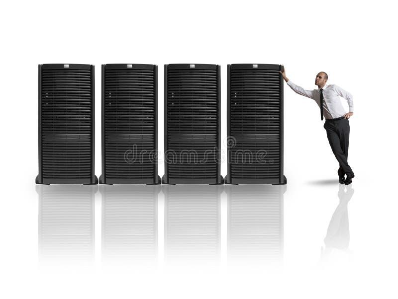 Zakenman met server stock afbeeldingen
