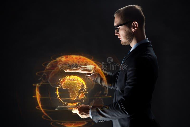 Zakenman met tabletpc en aardehologram royalty-vrije stock foto's