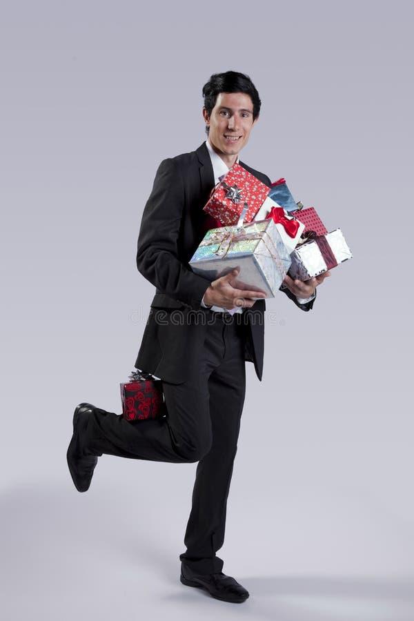 Zakenman met vele giftpakketten stock afbeelding