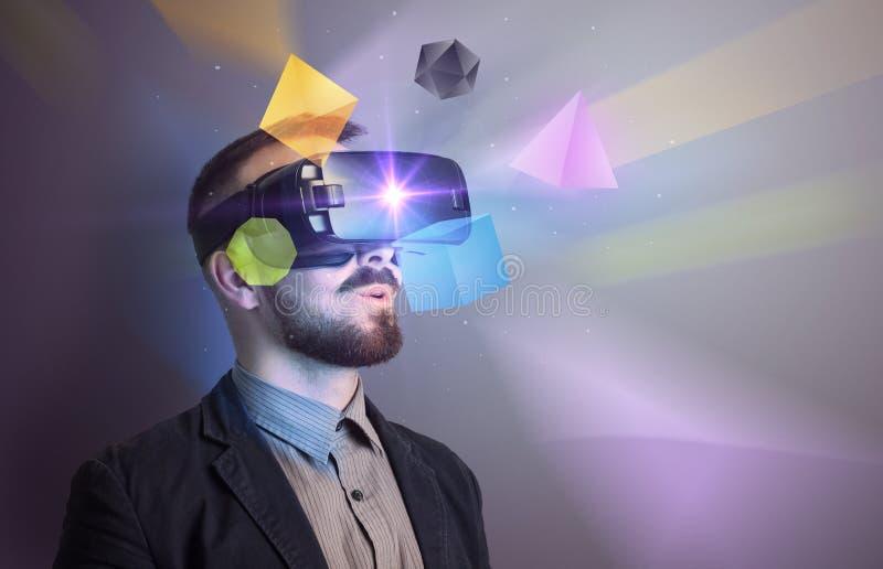 Zakenman met virtuele werkelijkheidsbeschermende brillen stock fotografie