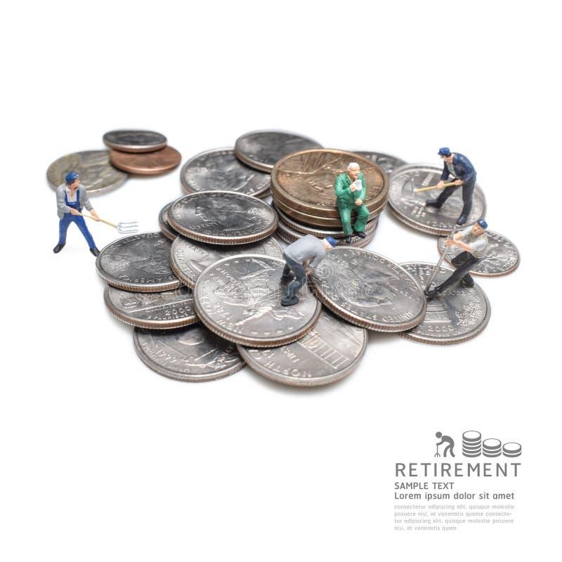 Zakenman miniatuurcijfer na het idee van het pensioneringsconcept stock fotografie