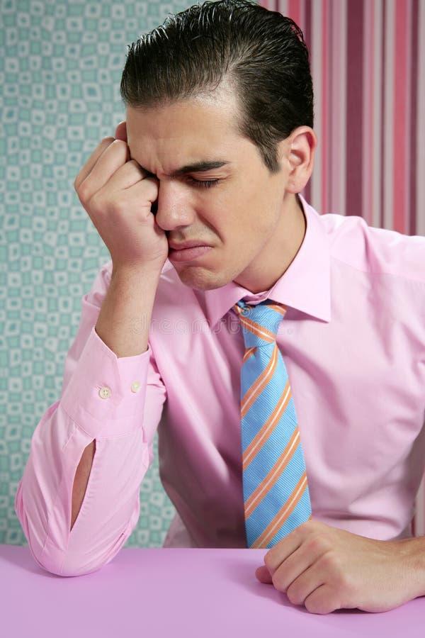 Zakenman ongerust gemaakte beklemtoond en droevige hoofdpijn stock afbeelding