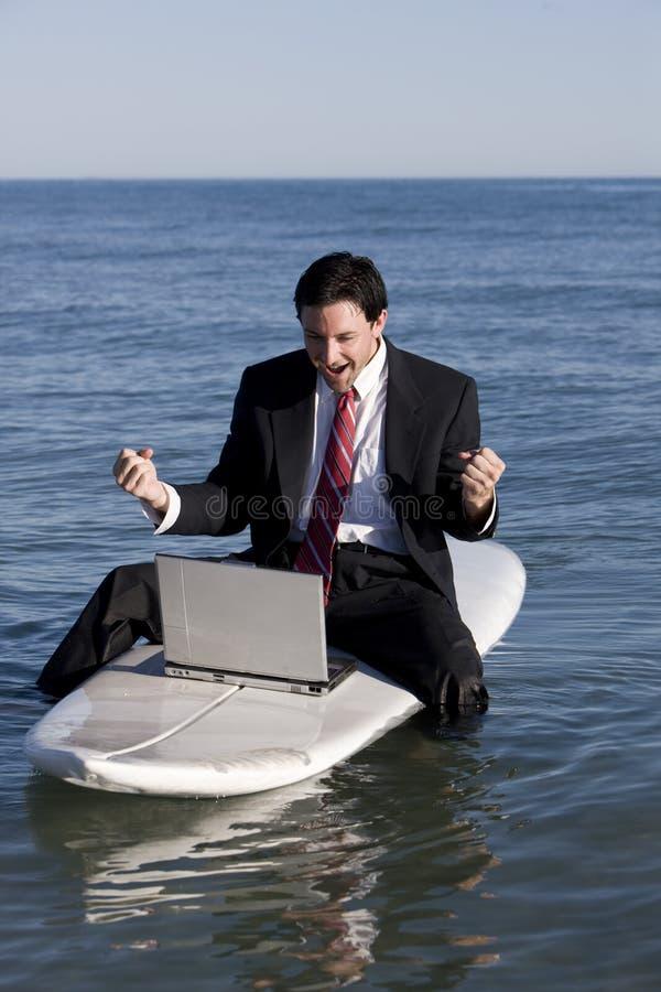 Zakenman op Surfplank royalty-vrije stock fotografie