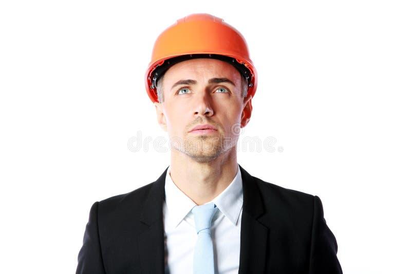 Zakenman in oranje helm stock fotografie