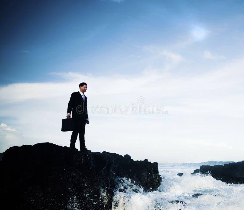 Zakenman Staying Alone op het Eilandconcept stock fotografie