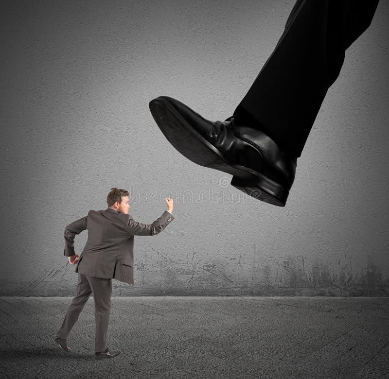 Zakenman tegen werkgever royalty-vrije stock foto's