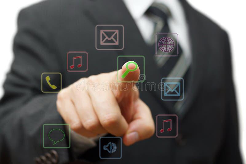 Zakenman wat betreft toepassingsknoop op het virtuele scherm, futur royalty-vrije illustratie