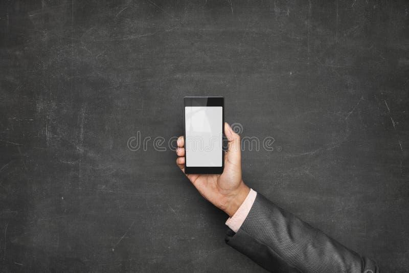 Zakenmanhand die slimme telefoonvoorzijde houden van stock foto