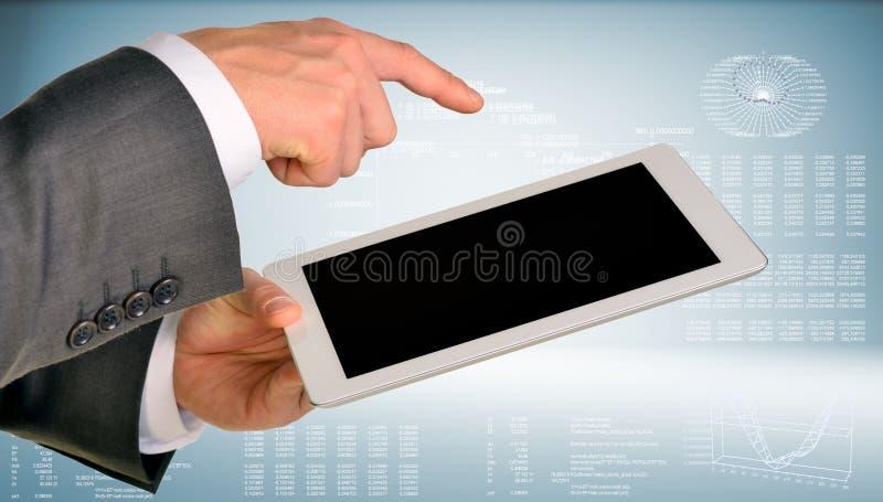 Zakenmanhand die tabletcomputer met behulp van royalty-vrije stock foto