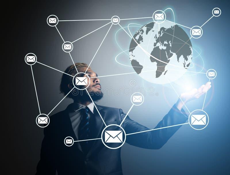 Zakenmanhanden met de globale technologie van het verbindingsnetwerk, B royalty-vrije stock foto