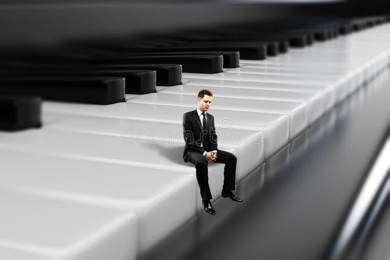 Zakenmanzitting op pianosleutels vector illustratie