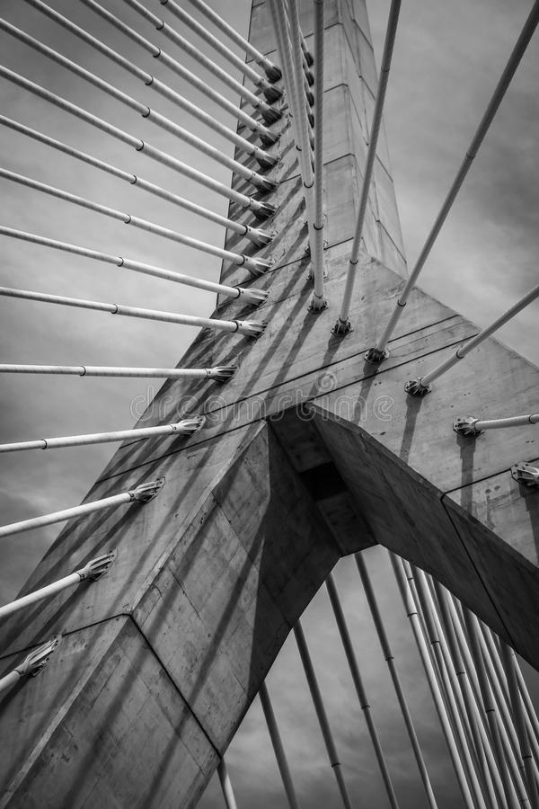 Zakim bro i Boston i monokrom arkivfoton
