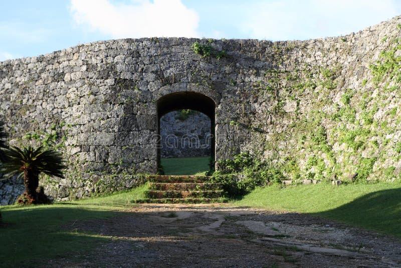 Zakimi-Schloss in Okinawa lizenzfreies stockfoto