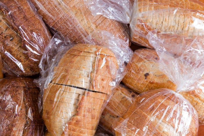 Zakken vers gesneden brood voor een voedselaandrijving stock foto