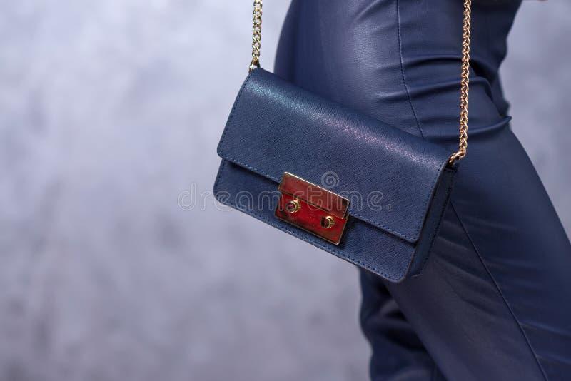Zakkenmodetrends Sluit omhoog van schitterende modieuze zak Fashionab stock afbeeldingen