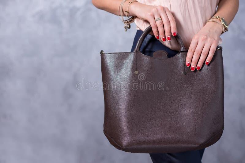 Zakkenmodetrends Sluit omhoog van schitterende modieuze zak Fashionab royalty-vrije stock afbeeldingen