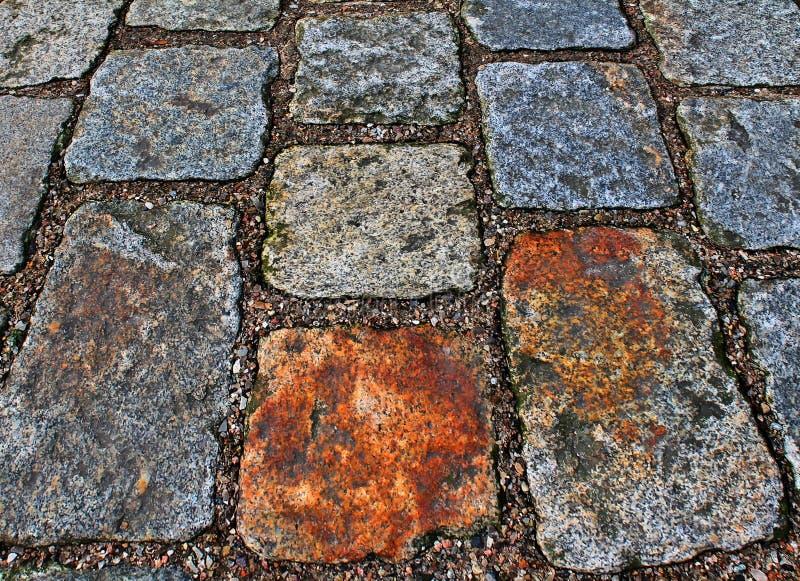 Zakończenie w górę widoku inne perspektywy na brukowiec ziemi powierzchniach brać na północnych Germany ulicach zdjęcie stock