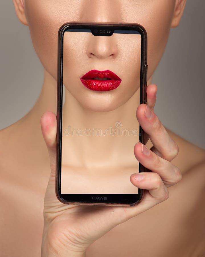 Zakończenie wargi perfect naturalnego makeup piękny żeński usta zdjęcie royalty free