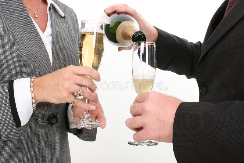 zakończenia gospodarczej szampana para wlać. obrazy royalty free