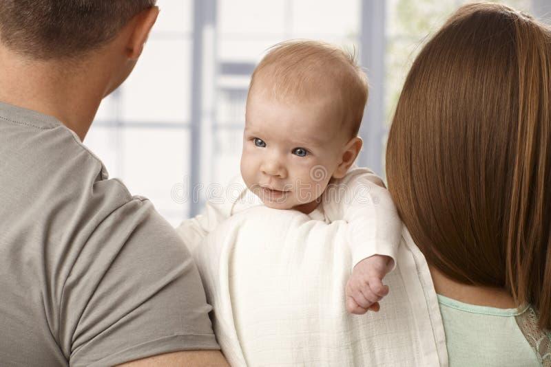 Zakończenia uśmiechnięty mały dziecko zdjęcia stock