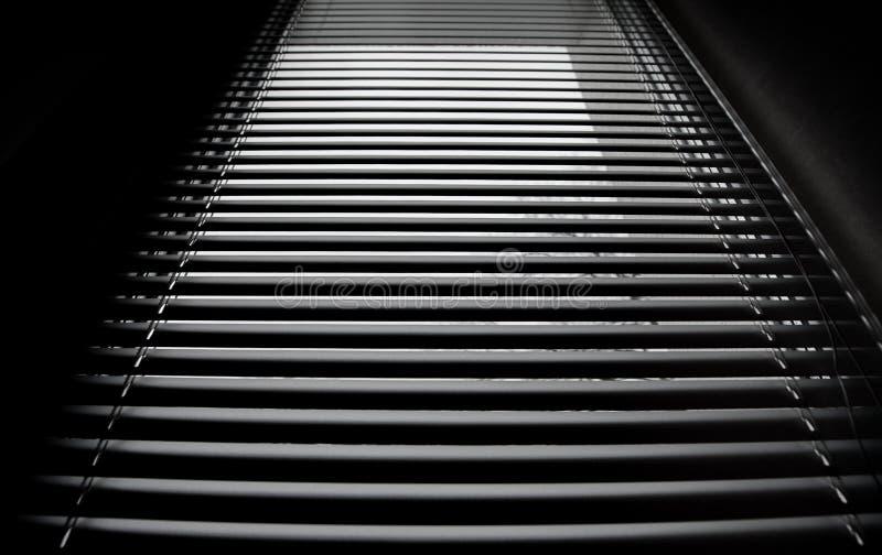 Zakończenie żaluzi nowożytne aluminiowe story w pokoju zdjęcia stock