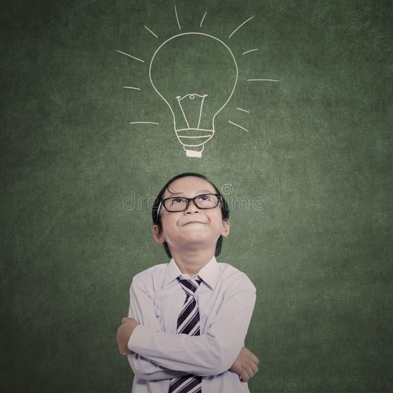 Zakończenie biznesowy dzieciak na lampowym rysunku zdjęcie stock