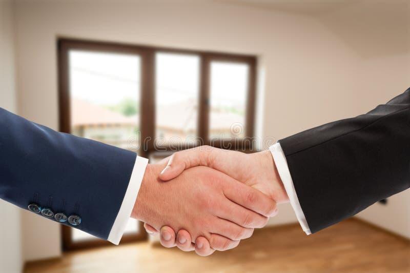Zakończenie biznesowy uścisku dłoni gest zdjęcia royalty free