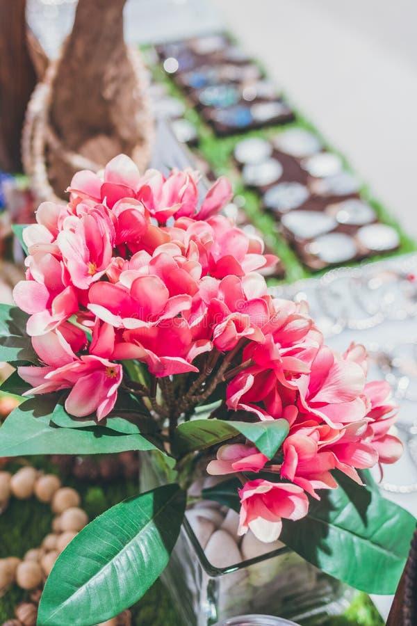 Zakończenie dekoracyjny kwiat w zakupy centrum handlowym fotografia royalty free