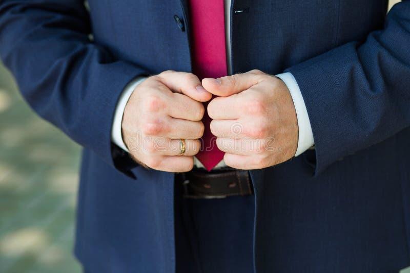 Zakończenie elegancj męskie ręki fotografia stock