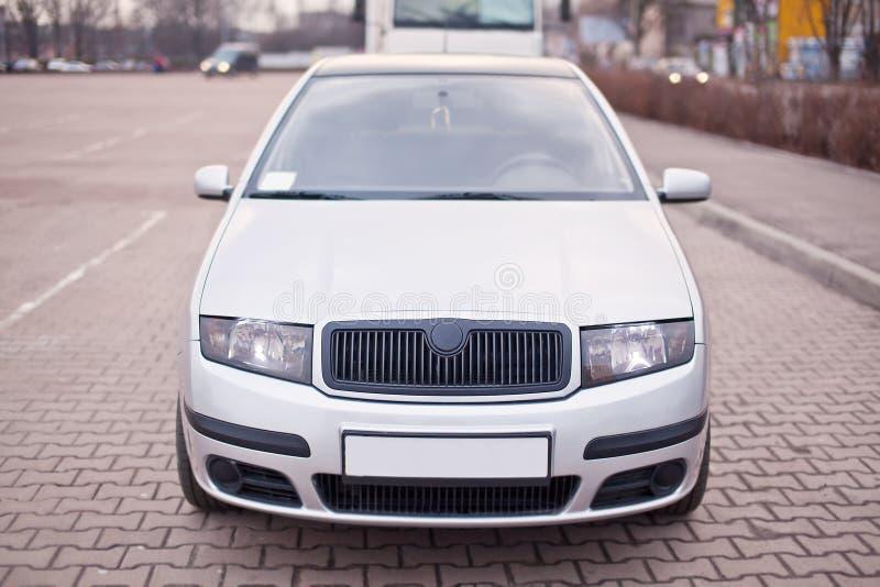 Zakończenie fotografia frontowa część srebny samochód obrazy royalty free