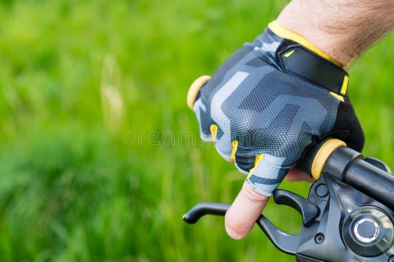 zakończenie jeźdza s ręka w rękawiczkach obraz stock
