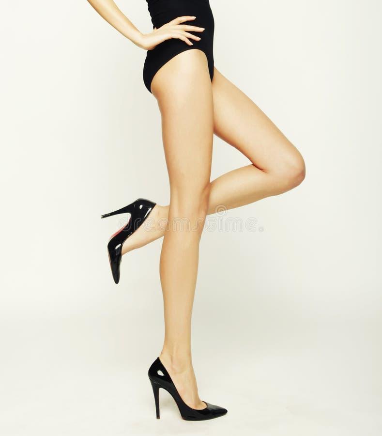 Zakończenie młodych kobiet nogi obrazy stock