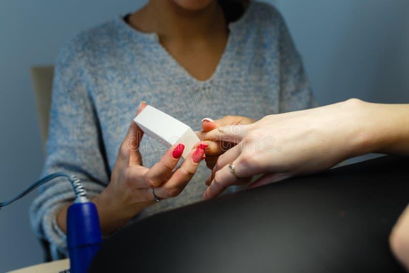 Zakończenie manicure'u fachowego pedicure'u gwoździa kartoteki polerowniczy clie zdjęcia stock