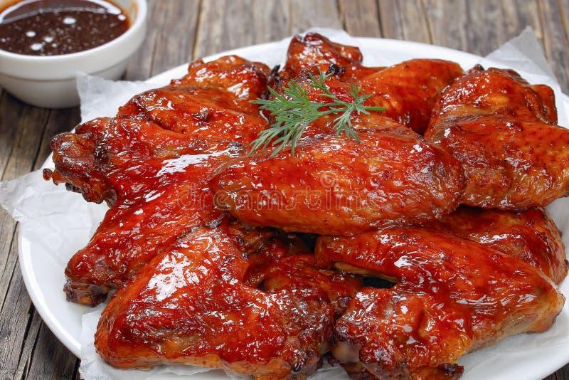 Zakończenie miodowego czosnku kurczaka imbirowi skrzydła zdjęcia royalty free