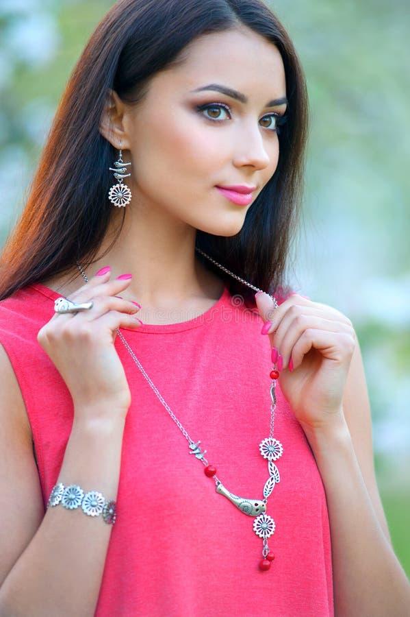 Zakończenie mody kobiety portret Piękno Wzorcowa dziewczyna z luxuriou fotografia stock