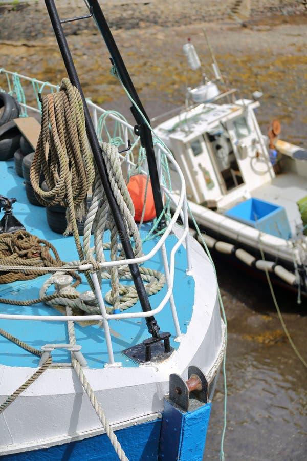 Zakończenie na łodziach rybackich w Portree połowu schronieniu, wyspa Skye, średniogórza, Szkocja, UK zdjęcia stock