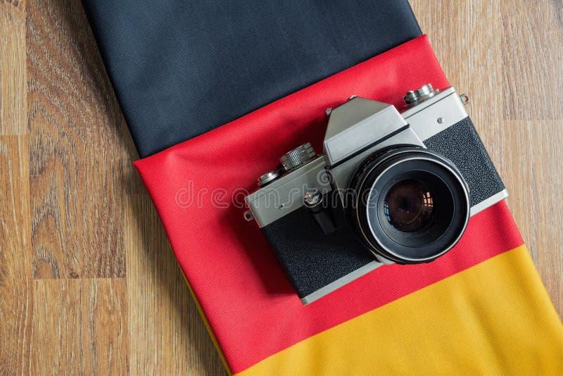 Zakończenie Niemcy chorągwiana i retro fotografii kamera obraz royalty free