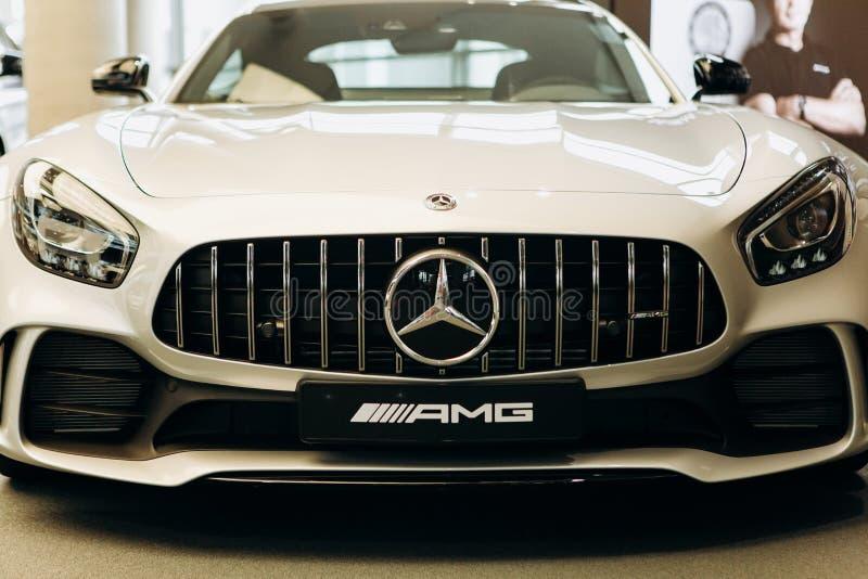 Zakończenie nowy biały Mercedes-Benz AMG GT obrazy stock