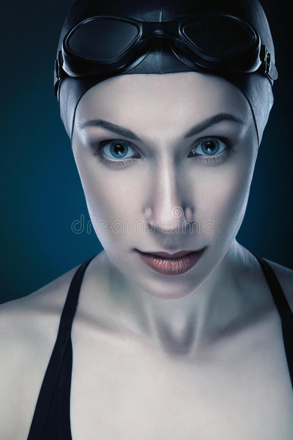 Zakończenie pionowo portret pływaczka fotografia stock
