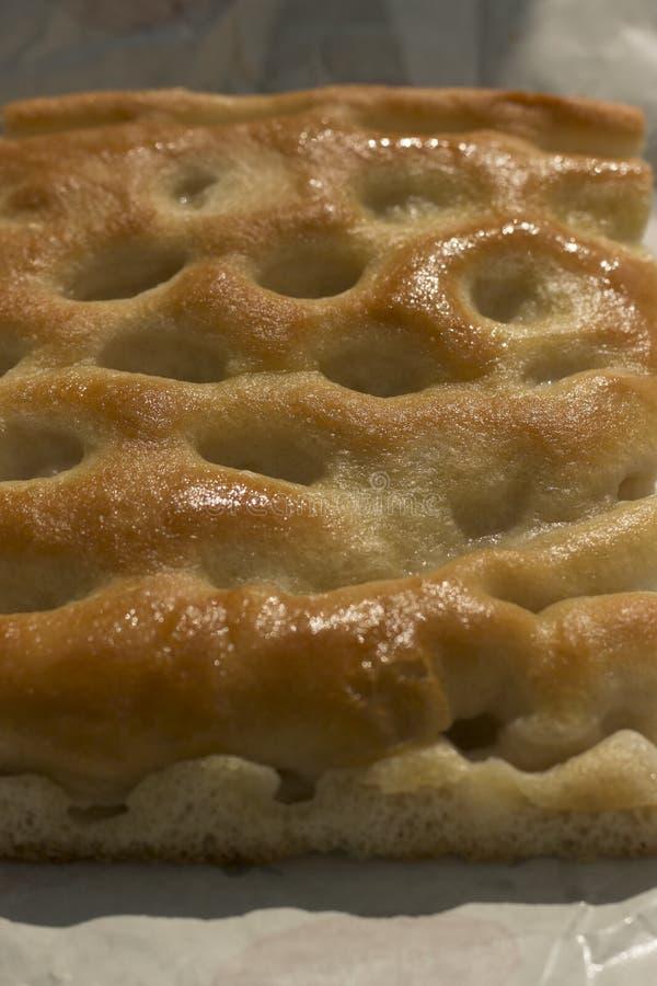 Zakończenie plasterek focaccia, typowy włoski chleb obrazy stock
