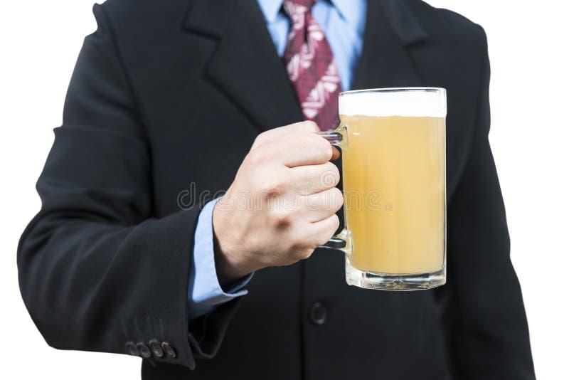 Zakończenie portret biznesmen z piwem zdjęcie stock